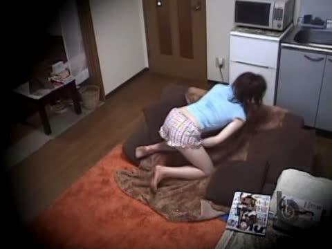 夏休み中の美少女が性欲を抑えきれずに手マンオナニーをして性欲を発散している最高の盗撮動画。